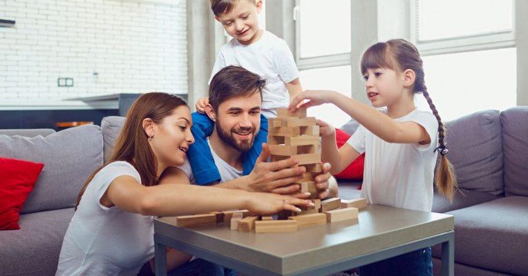 επιτραπέζια οικογενειακά παιχνίδια