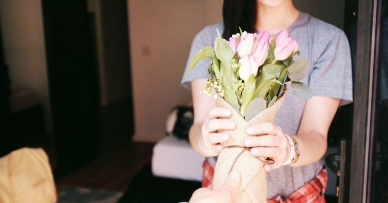 Δώρα για σχέση από απόσταση λουλουδια